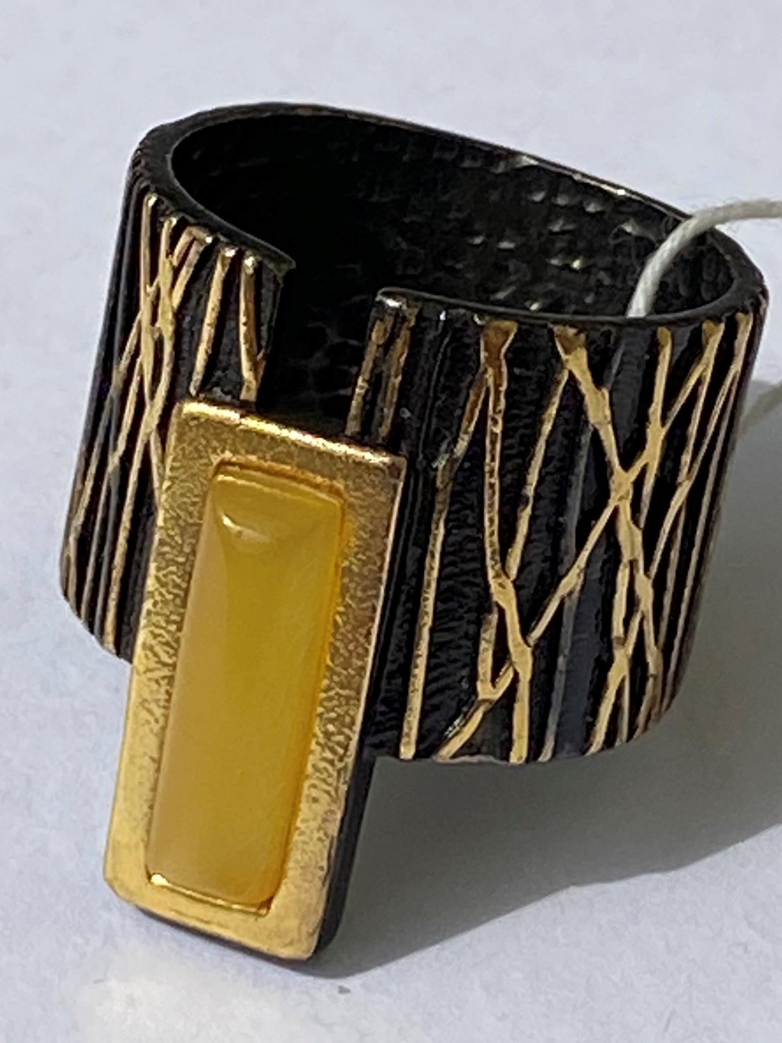 Трия-молочный (кольцо из серебра)