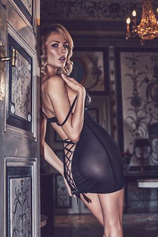 Эротическая черная сорочка из тюля с кружевным лифом