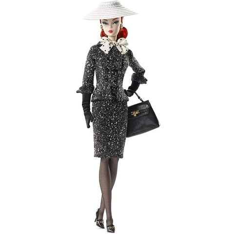 Барби в черно-белом костюме
