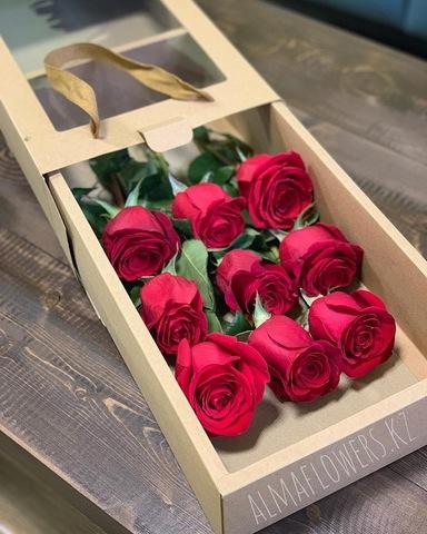 Подарочная коробка c красными розами