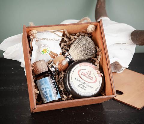 Мужской набор из помазка, мыла и лосьона после бритья