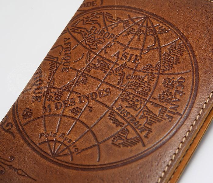 BY14-02-10 Кожаная обложка на паспорт с картой полушарий фото 02