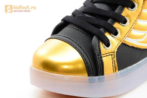 Светящиеся кроссовки с крыльями с USB зарядкой Бебексия (BEIBEIXIA), цвет черный золотой, светится вся подошва. Изображение 19 из 20.