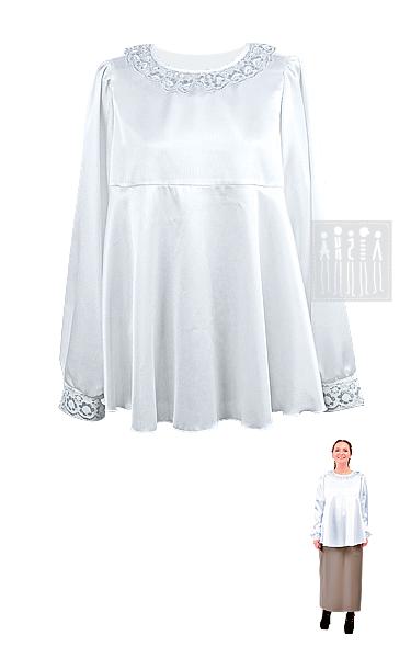Базовая блузка изготовлена из креп-сатина, воротник и рукава декорированы белым кружевом, расшитым золотыми нитями. Ворот застегивается позади на пуговицу.