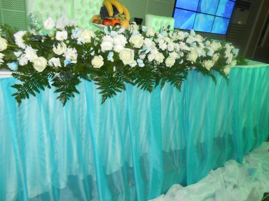 ладья живых цветов на стол Алматы