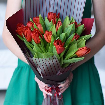 Купить букет 15 красных тюльпанов в Перми