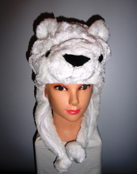 Шапочка с белым медведем