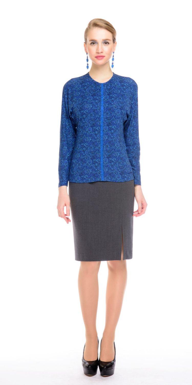 Джемпер В508-421 - Джемпер из мягкого комфортного трикотажа с цельнокроеным рукавом и округлым вырезом горловины. Передняя полочка разделена по центру встречной складкой, что визуально вытягивает фигуру. Базовая модель, которая будет отлично сочетаться с различными элементами одежды