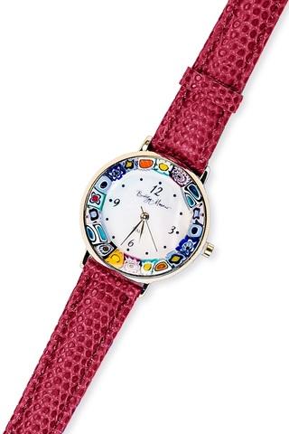 Часы на темно-красном кожаном ремешке с разноцветным циферблатом