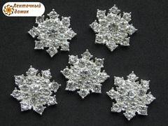 Стразовая снежинка с прозрачными камнями на серебре