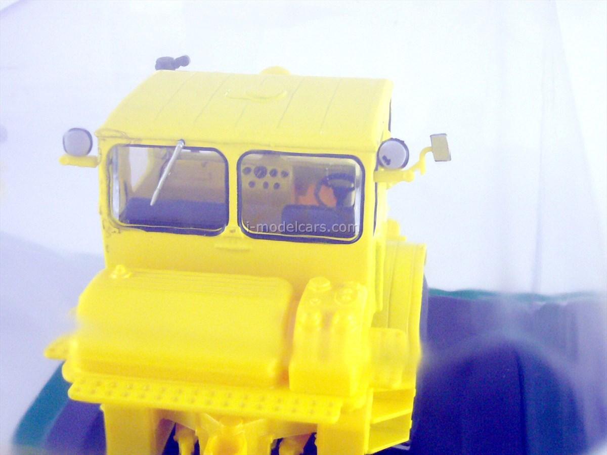 Tractor K-700 1:43 Hachette #7