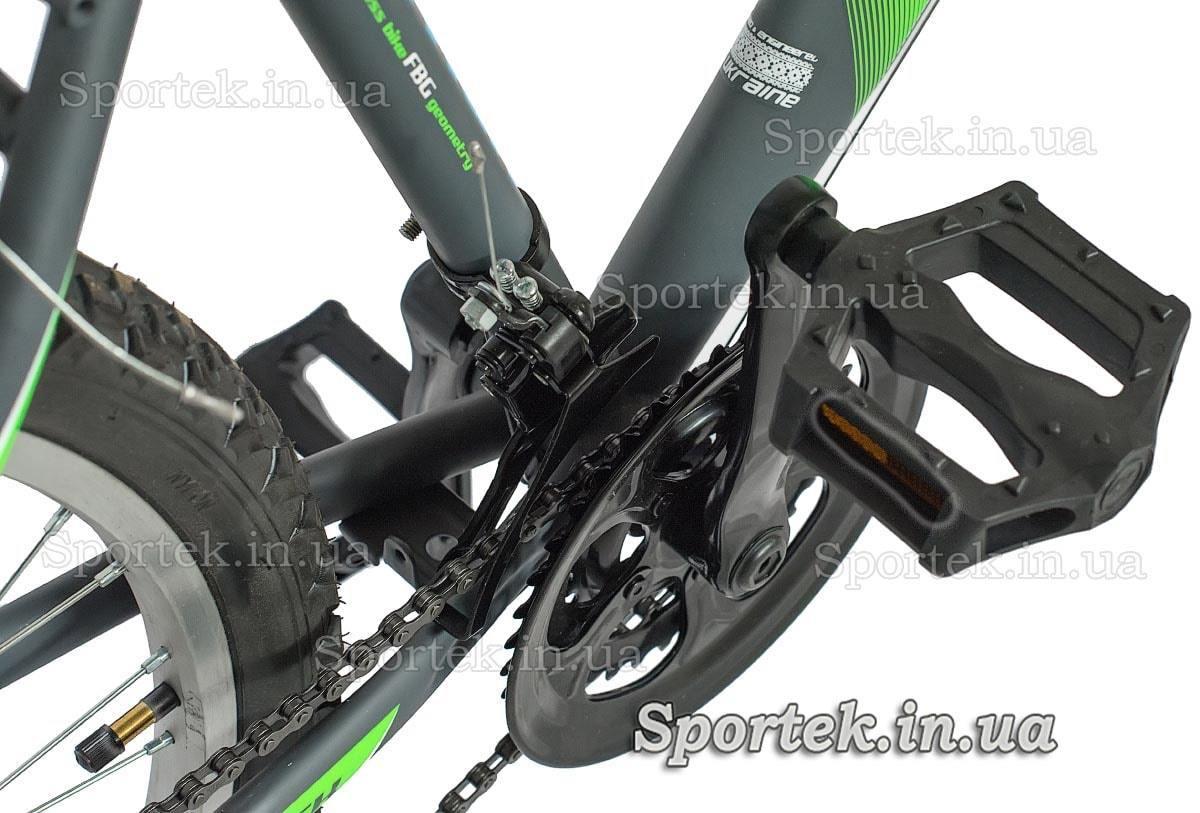 Передняя звезда и педаль городского мужского велосипеда Дискавери Атак 2016