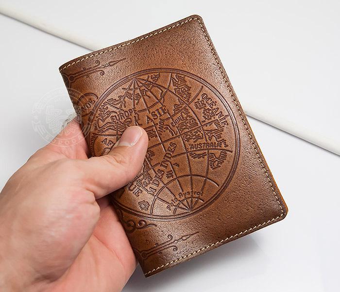 BY14-02-10 Кожаная обложка на паспорт с картой полушарий фото 04