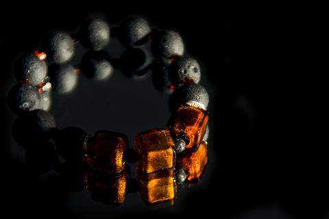 Браслет Murano Flex Cubo черно-янтарный