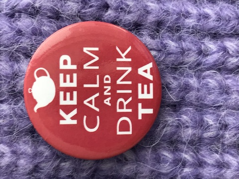 Значок Keep calm drink tea