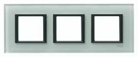 Рамка на 3 поста. Цвет Матовое стекло. Schneider electric Unica Class. MGU68.006.7C3