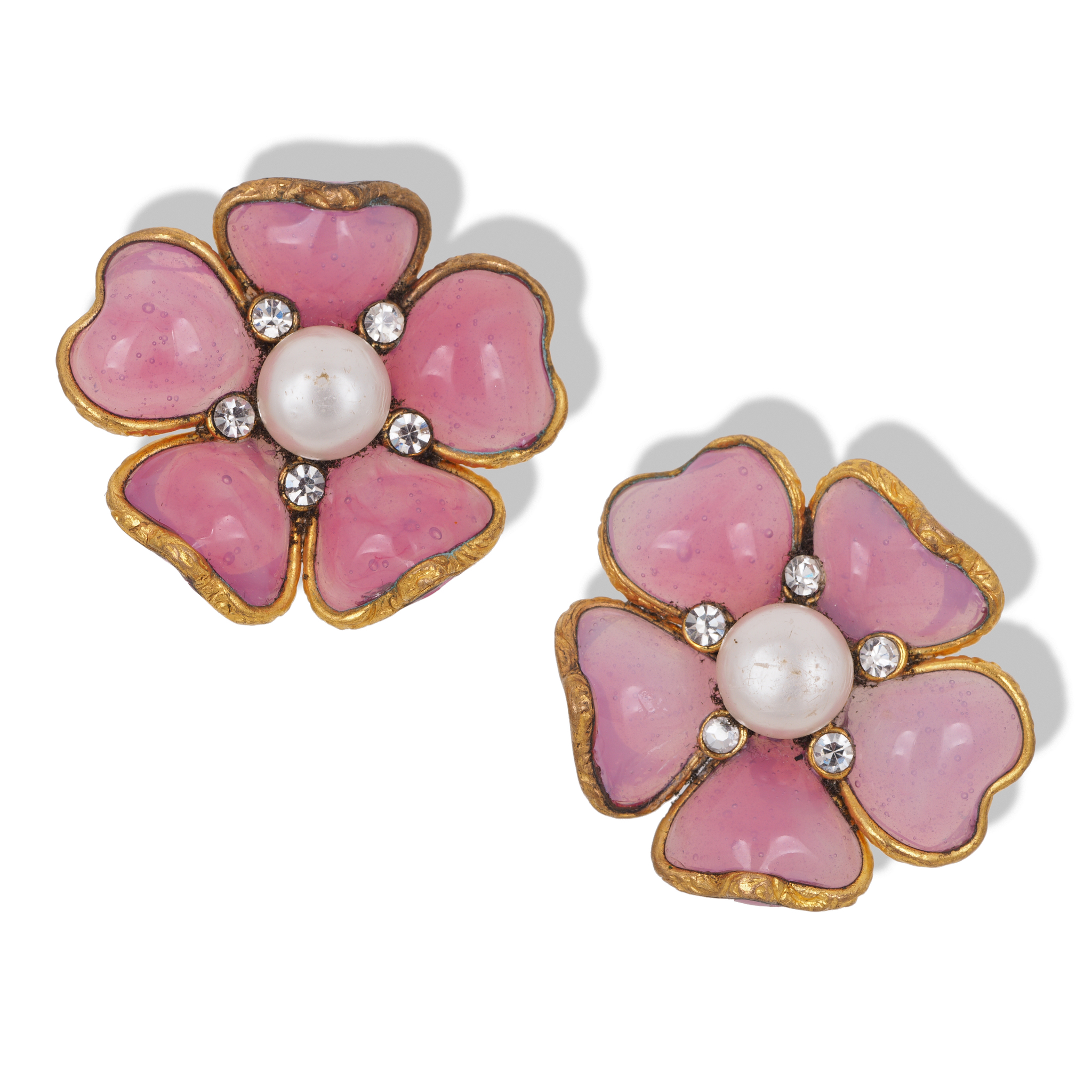 Клипсы Chanel со стеклом Gripoix  |   Chanel Gripoix, Faux Pearl and Crystal Flower Clip-on Earrings. 1970s-1980s