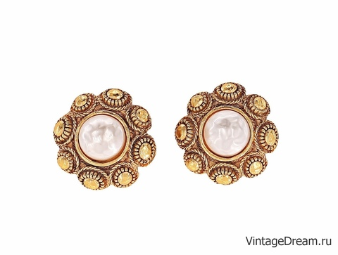 Классические клипсы Chanel с барочными жемчужинами
