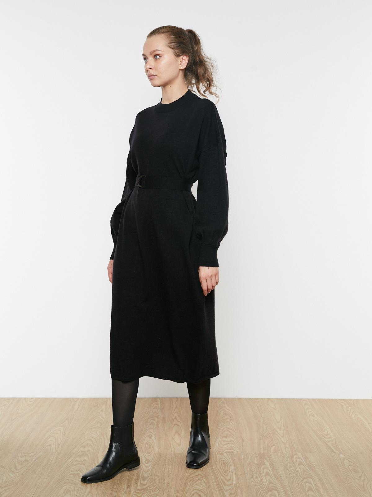 Платье трикотажное свободного кроя с поясом