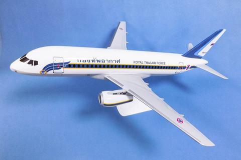Модель самолета SSJ-100 (М1:144, Royal Thai Air Force)