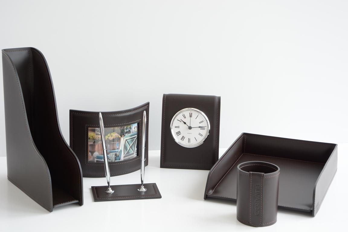 Набор из кожи на стол руководителя арт.9032/103 из 6 предметов с часами.