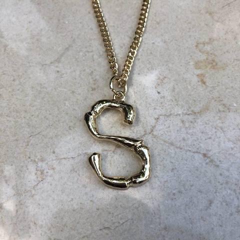 Колье с буквой S на плотной цепочке, позолота