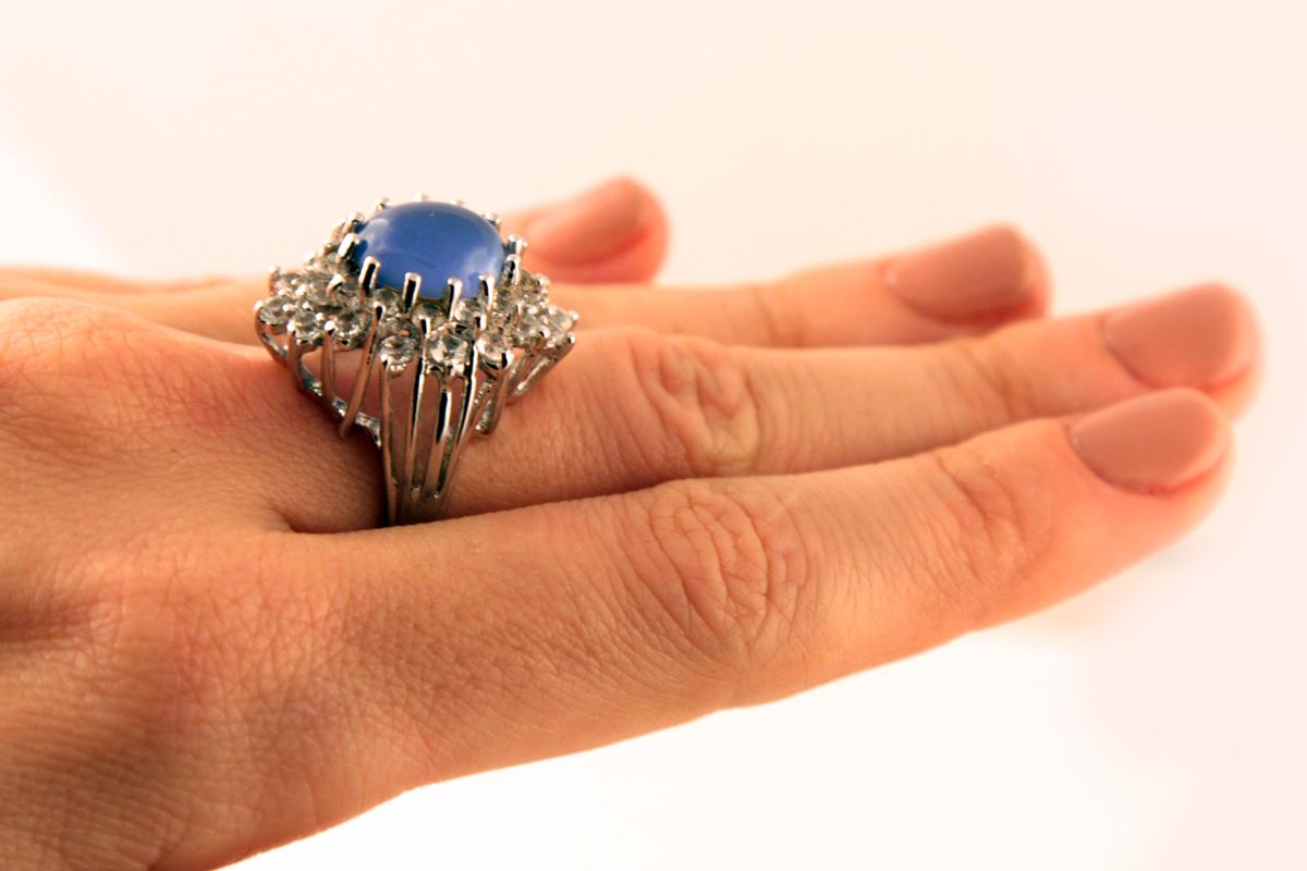 Изысканное серебряное кольцо с сине-сиреневым кабошоном от Panetta