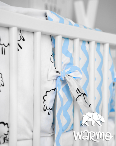 Набір бортиків-подушок в ліжечко 30x30см ОВЕЧКИ (ЗИГЗАГ ГОЛУБИЙ)