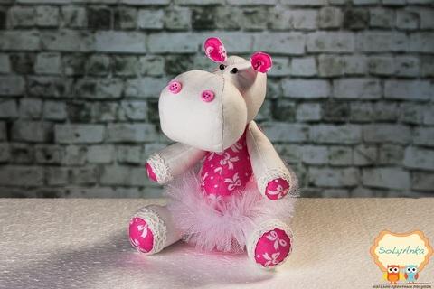 Бегемотик белый с розовыми вставками в белой пачке