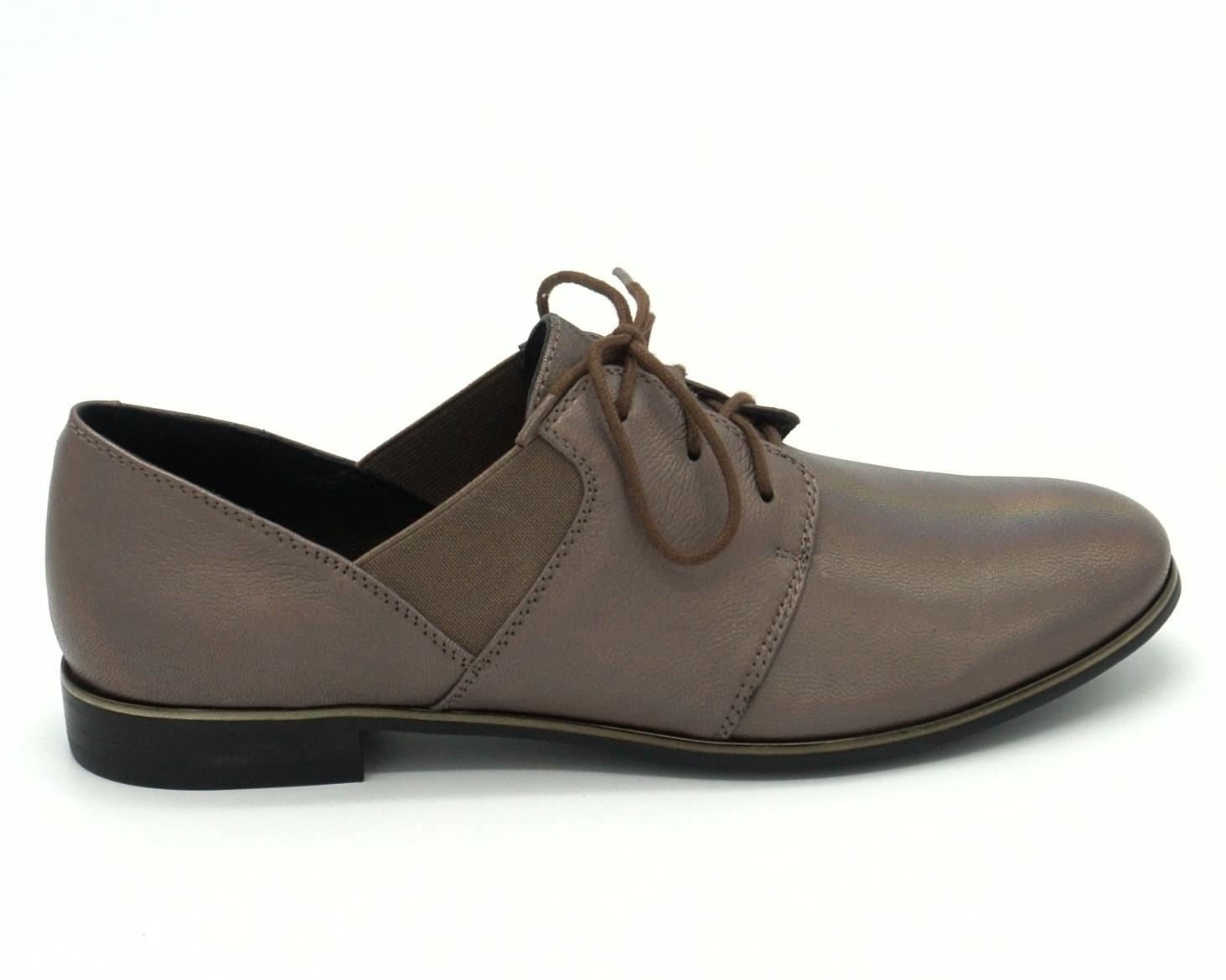 Бежевые кожаные полуботинки на низком каблуке