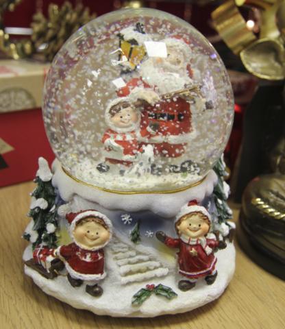 Новогодняя композиция в шаре с завод.музыкой NX26149