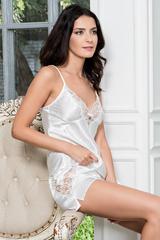 Атласная пижама женская с кружевом белая
