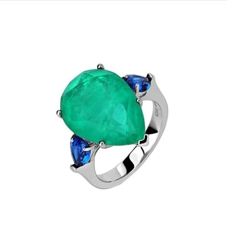 Кольцо из серебра с изумрудным и синими цирконами