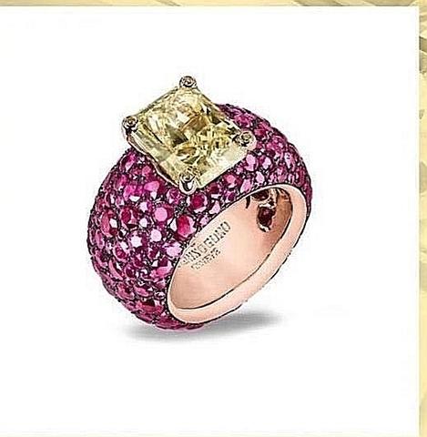Роскошное кольцо из серебра с рубиновыми цирконами