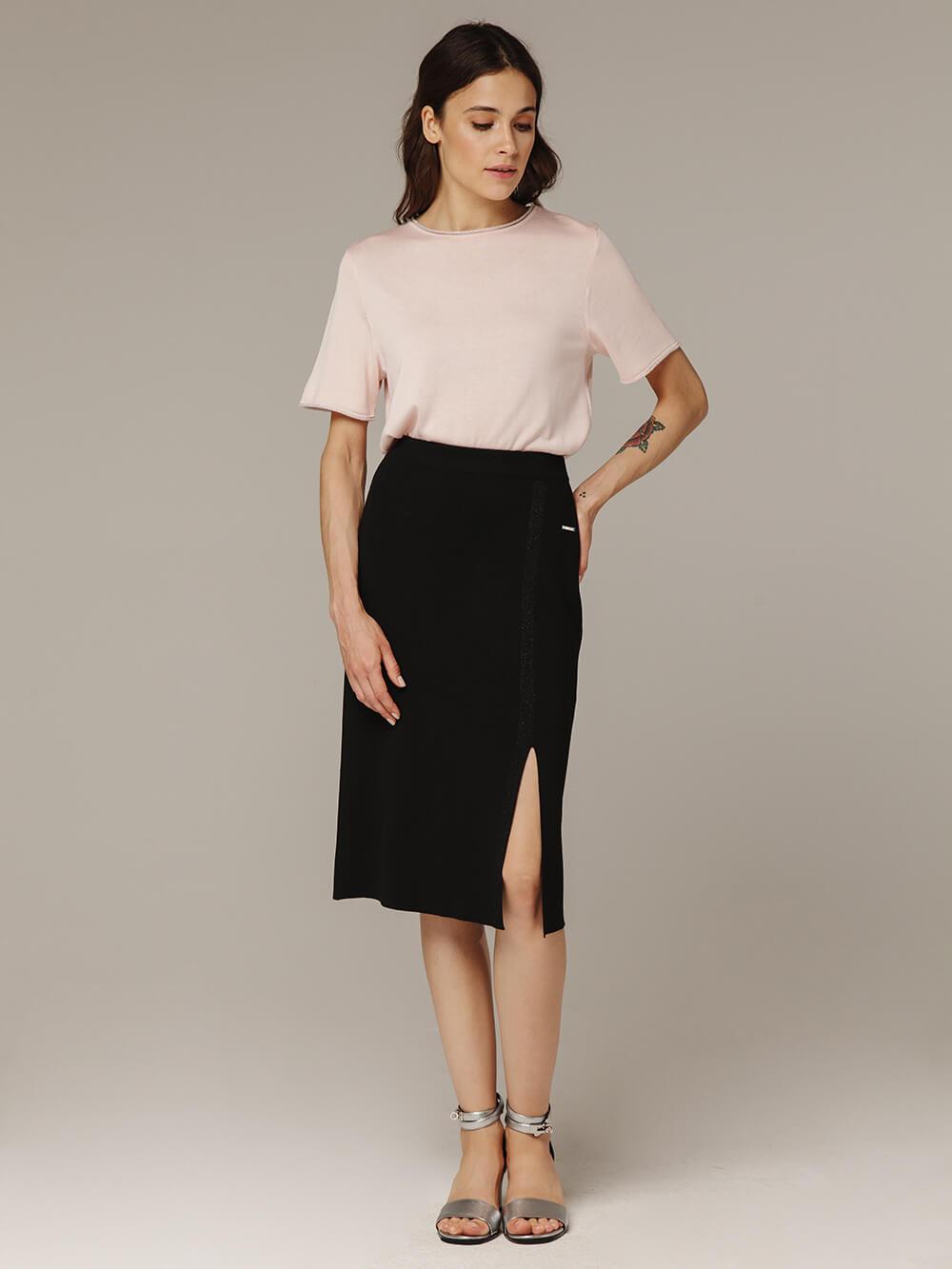 Женская черная юбка из вискозы с разрезом