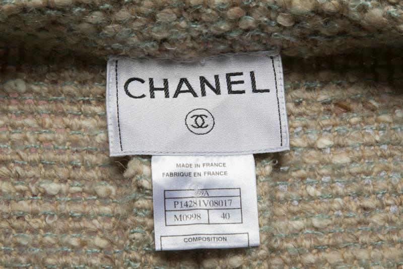 Стильное двубортное твидовое пальто от Chanel, 40 размер