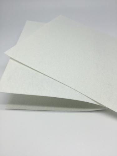 Отрезок жесткого фетра 20*30 см 1 мм.