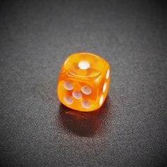 Кубик D6: прозрачный оранжевый
