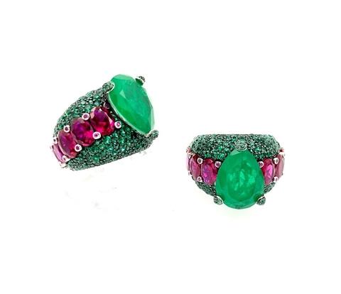 Роскошное кольцо из серебра с россыпью изумрудных камней