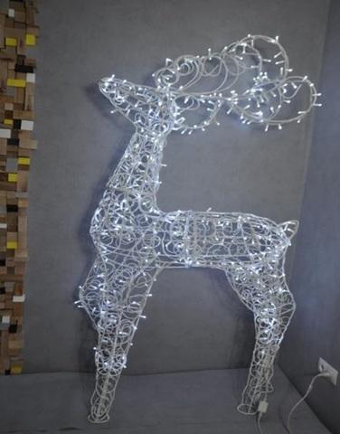 Фигура оленя из гирлянд декоративная конструкция