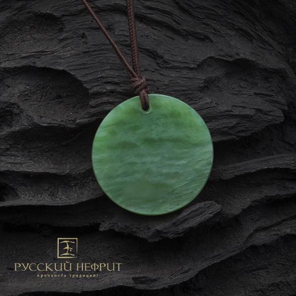 Амулет из зелёного нефрита