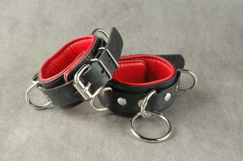 Эротические наручники с цепочкой в комплекте