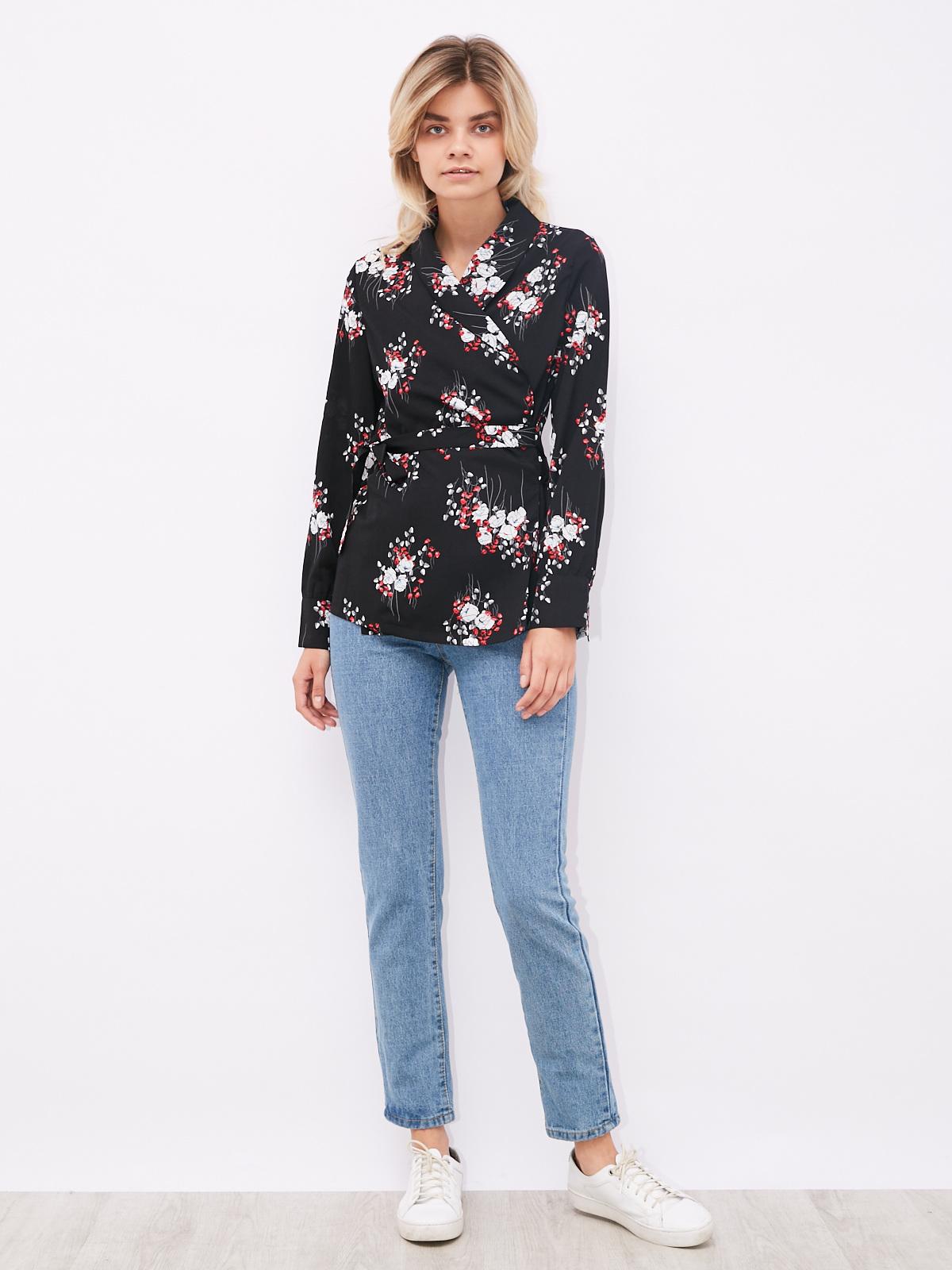 Блуза на запах с цветочным принтом