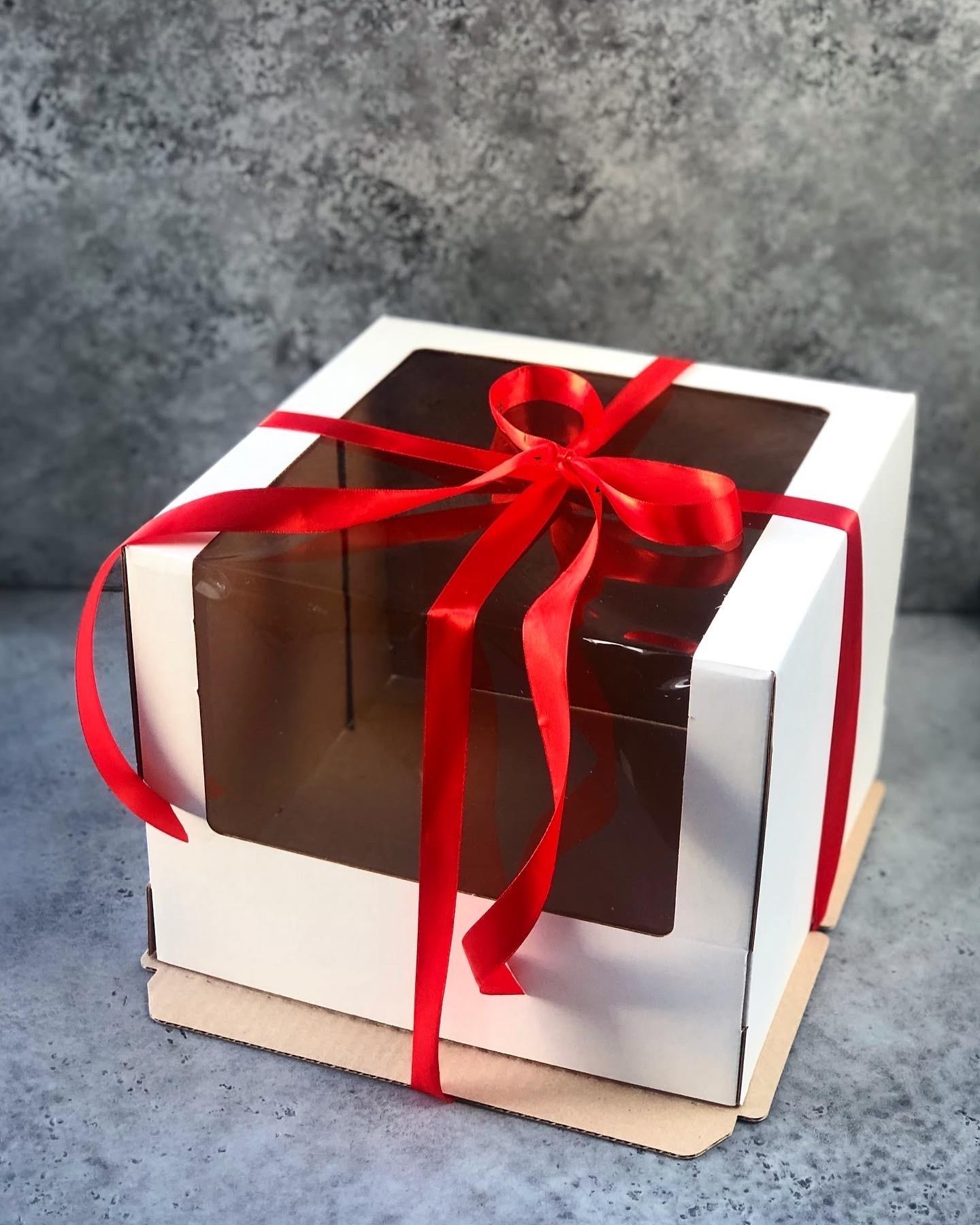 Коробка БЕЛАЯ для торта с окном, гофрокартон 26х26х21 см