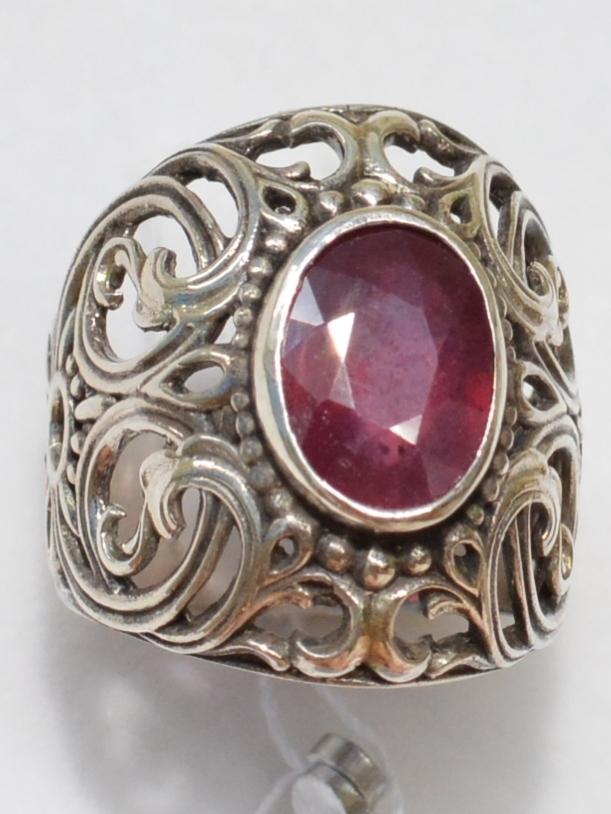 Шефлера-корунд (серебряное кольцо)