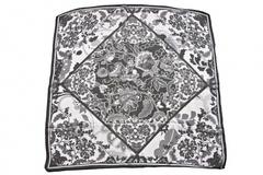 Итальянский платок из шелка черно-белый с узором 0751