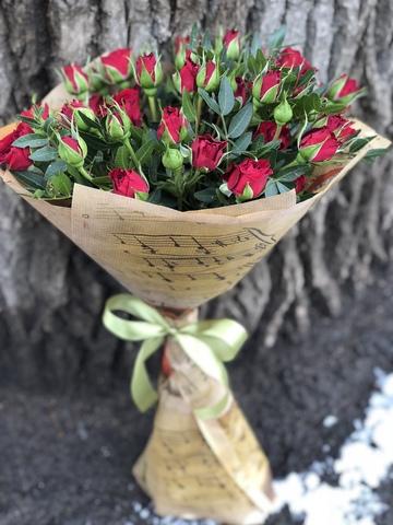 Букет бордовые кустовые розы