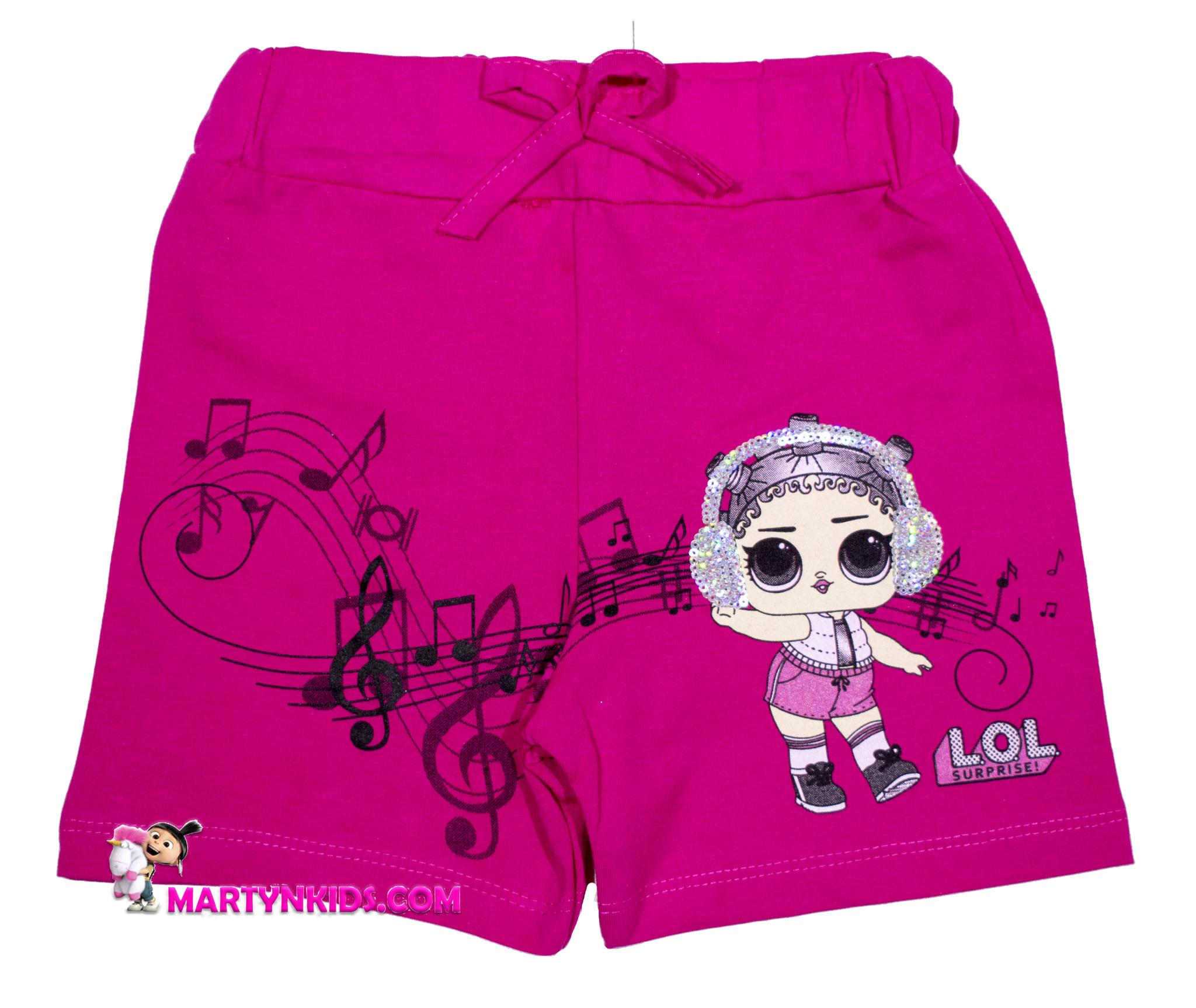 1435  шорты девочка в наушниках