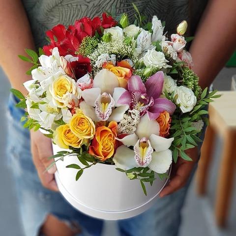 Коробка белая микс цветы 11