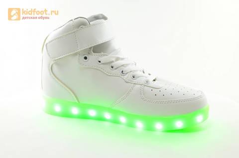 Светящиеся высокие кроссовки с USB зарядкой Fashion (Фэшн) на шнурках и липучках, цвет белый, светится вся подошва. Изображение 2 из 27.